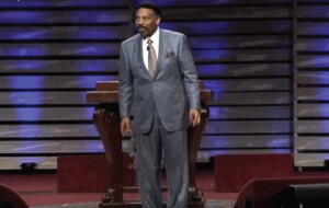 When You Feel Like Giving Up<br /> by Tony Evans
